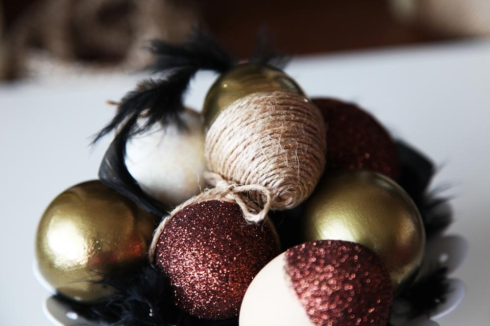 Easter Eggs Maroon Glitter String Gold