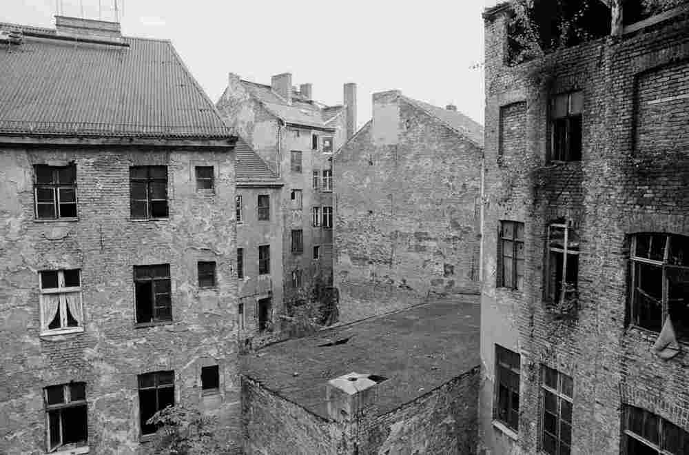 1946628_nicholson_berlin_abandoned_space_1990_custom-3e1016655da144bf579983b59396f459b3a36aa6-s1100-c15.jpg