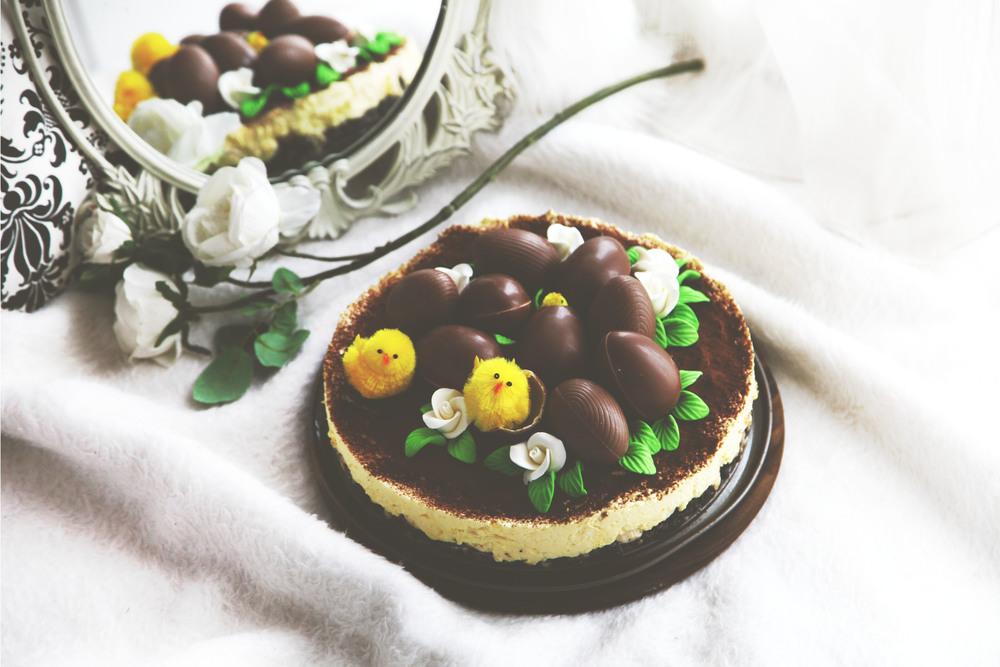 Diana Rogo's Easter Cheescake with Kinder Eggs and Oreo