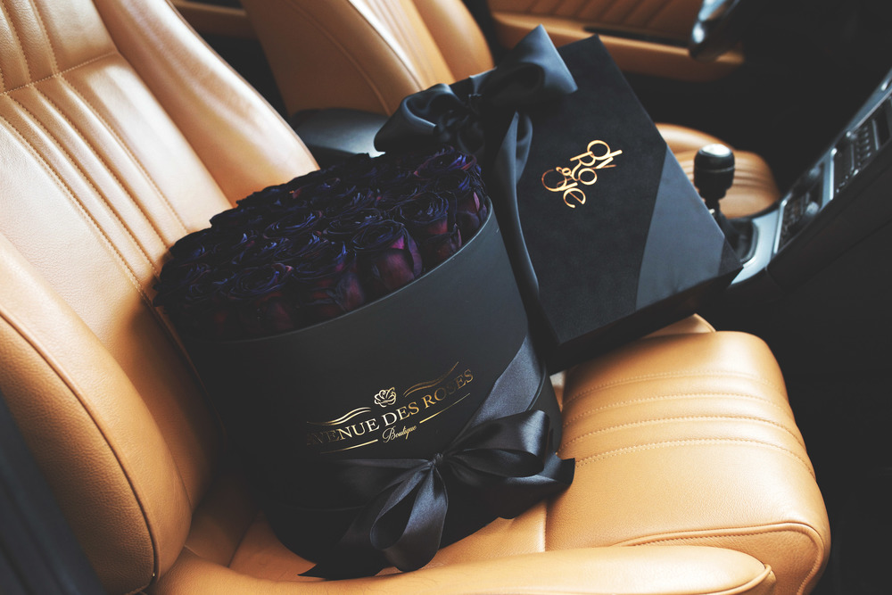 Credits: Vlad Petrut / Featuring an Avenue des Roses Black Velvet luxury Rose Box & Dyrogue Shop