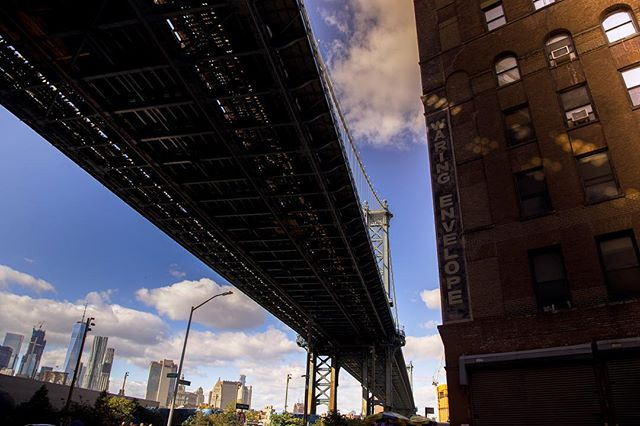 Manhattan Bridge. Brooklyn Flea Market. [Canon 6d]  #newyork #brooklyn #brooklynfleamarket #travel #photography #travelphotography #cityscape #stories #canon6d #teamcanon #manhattanbridge