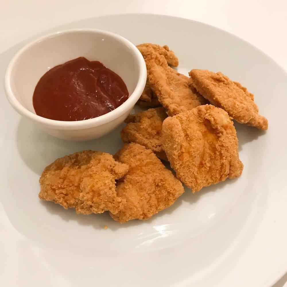 Her servet med kyllingnuggets som du finner oppskrift på  her !