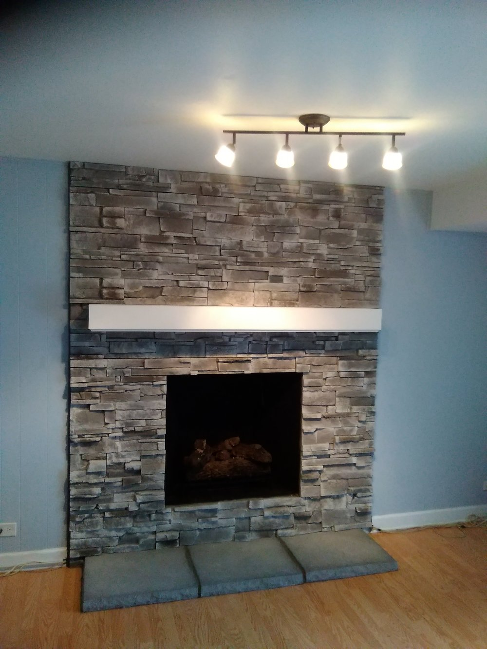 Gas logs with stone work and mantel