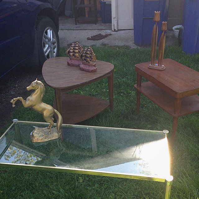 Quick shot of some recent finds! #vintage #midcentury #furniture #brass #horse #oldironsides #tulips #homedecor #fleamarket #grandrapids #michigan