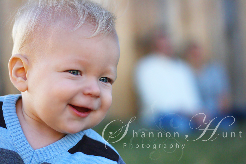 Family and Toddler captured by photographer Shannon Hunt: Greater Dallas Area