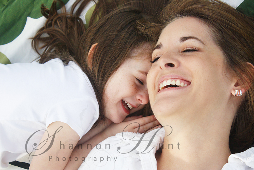Mother and Daughter laughing by photographer Shannon Hunt Temple, Texas (TX)