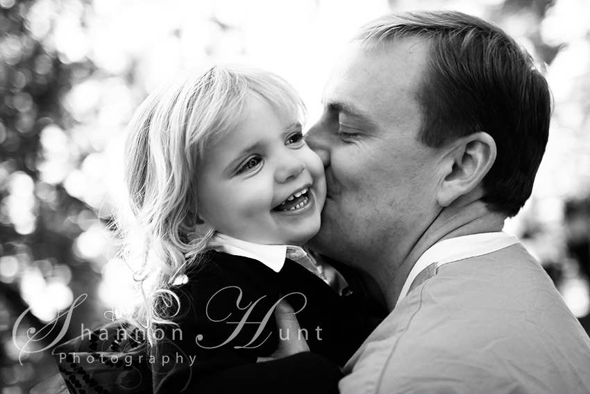 dad kissing daughter by Temple TX photographer