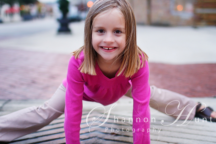 girl doing splits by Central TX photographer