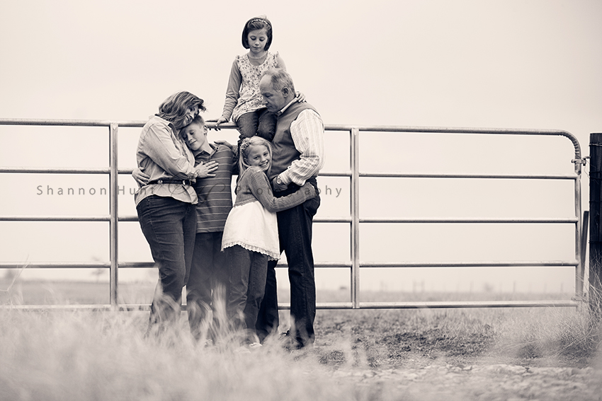 family on farm by Rogers Texas Little River Academy TX Temple TX photographers