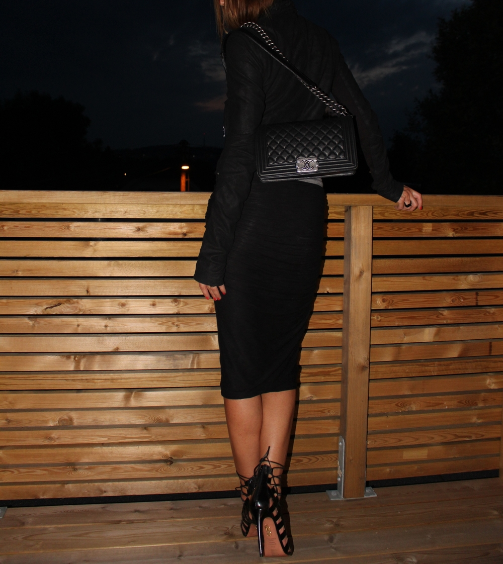 Sandals Aqazzura Amazon (L.O.V.E. BIG TIME!!!) // Bag Chanel // Jacket Rick Owens // Skirt James Perse