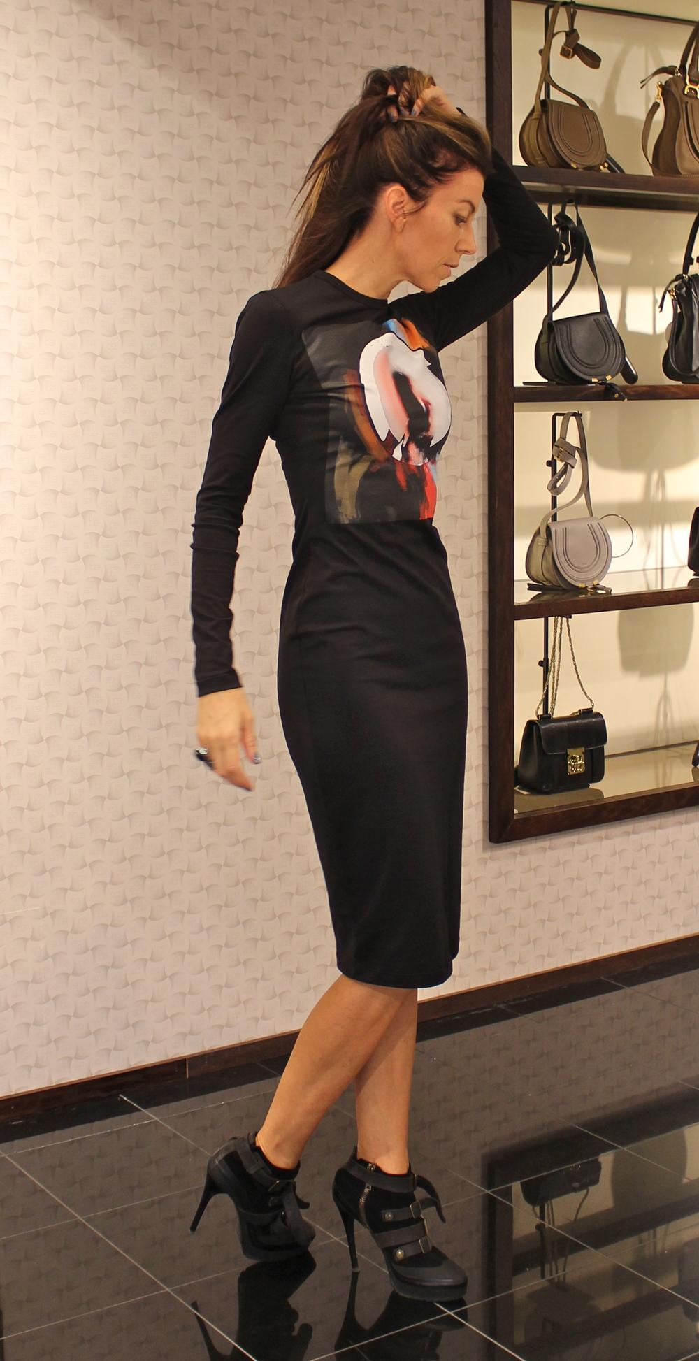 Denne t-shirt kjolen fra Givenchy er PERFEKT. Ø nsker meg den mest.  Fantastisk snitt og ekstra lange ermer.