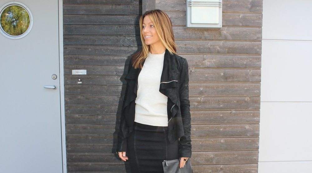 Rick Owens jakken, Celine genser, By Malene Birger skjørt, Givenchy clutch og ringer fra Saint Laurent. Klar for takeoff utenfor huset jeg bor i.