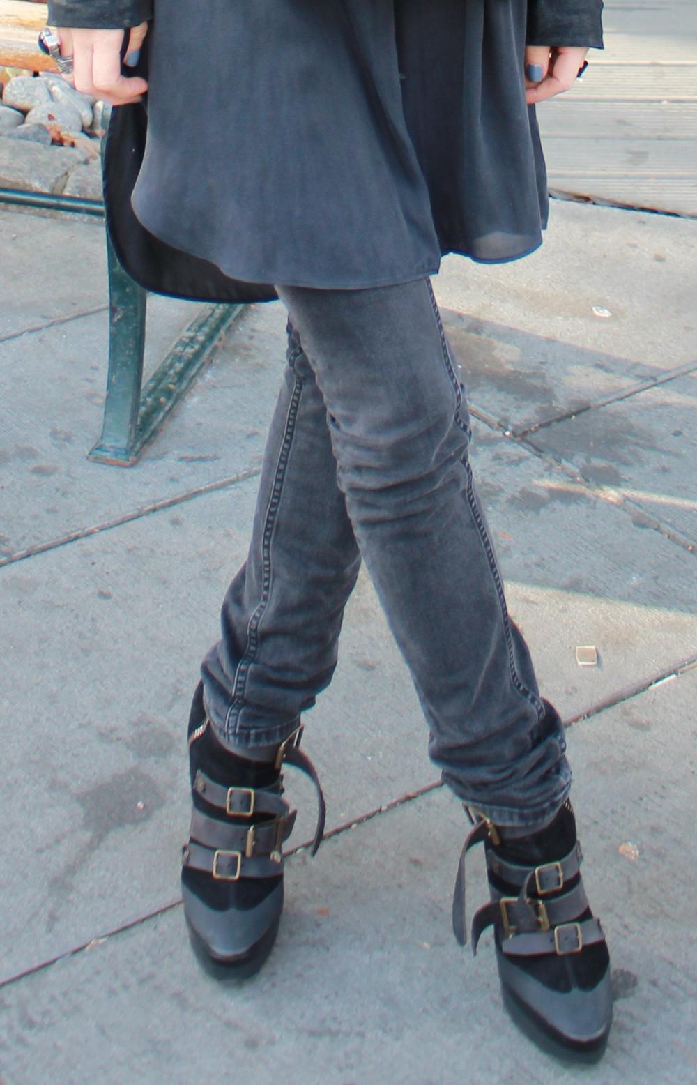Acne jeans som er veeeldig gamle. Det var HELT sorte. Og til slutt Burberry boots