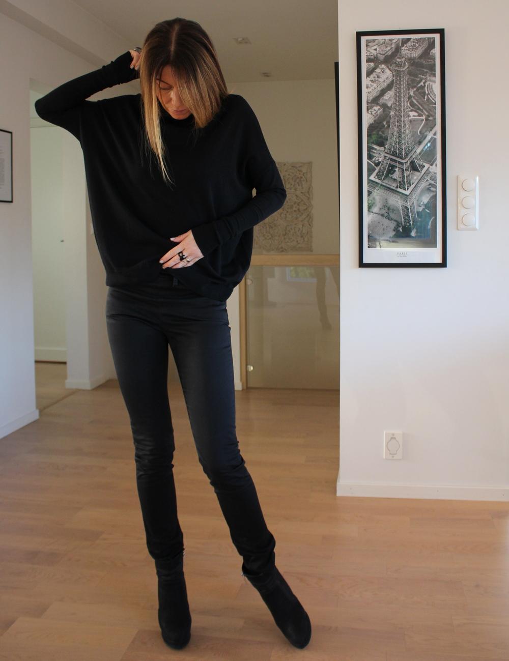 Disse buksene er mange år gamle, men fortsatt en favoritt. de heter Skin i Satin black. Jeg gruer meg til den dagen de går i oppløsning. Jeg vet at Acne ikke lenger har disse, kun i jeanstoff sist gang jeg sjekket. Er det noen som kommer over de i dette stoffet;Let me know!