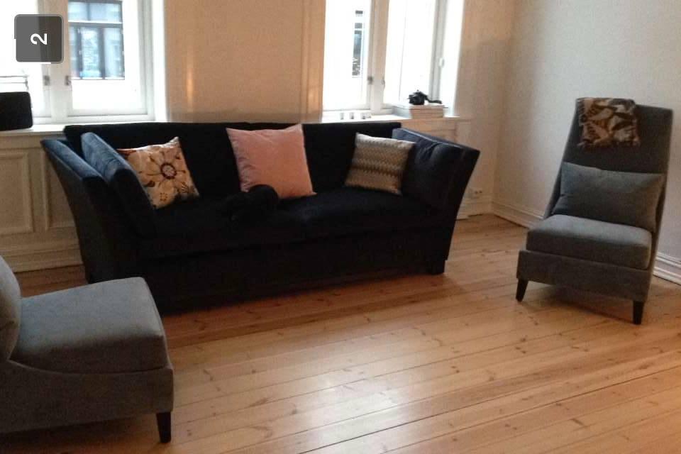 Sofa og stoler fra Slettvoll i hus. Disse her fått bli! Jeg er veldig fornøyd med de, spesielt fargen på stolene.