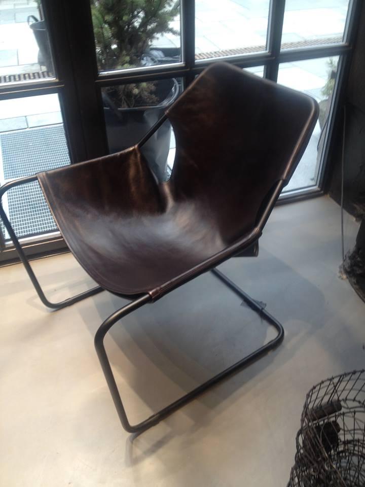 En investering for å spare sofaen for liggegroper? Paulistano Macassar stol fra Milla Boutique.