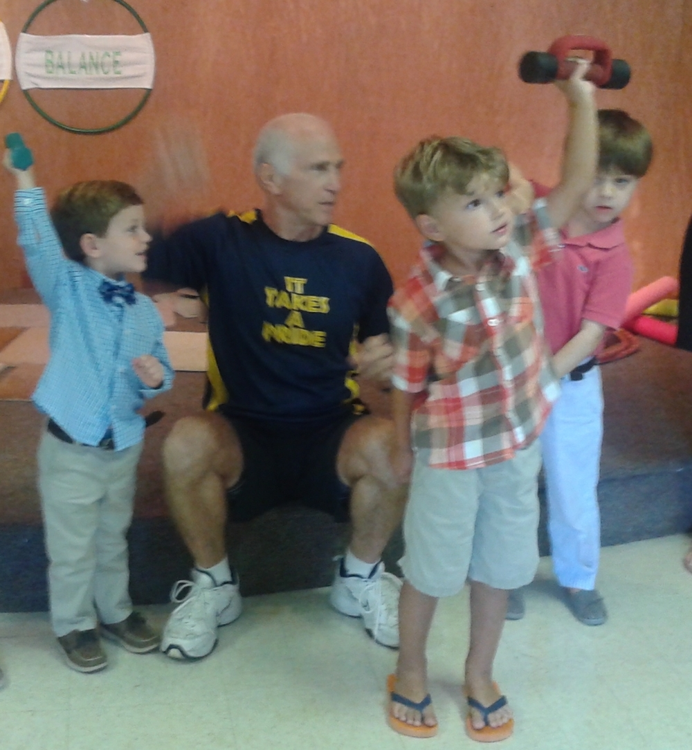 Preschoolers lift weights.