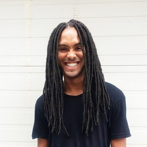 Source: http://sexymenwithlocs.tumblr.com/