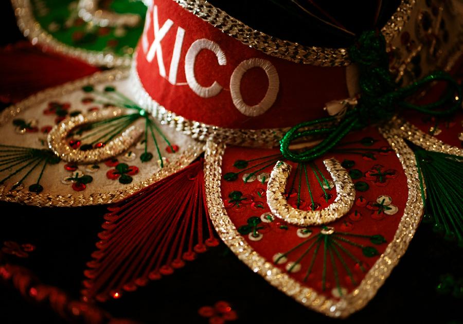 Sombrero mexicano vermelho