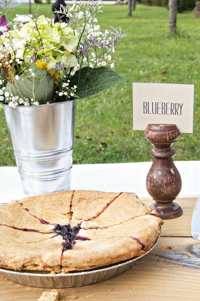 photography: http://pressedmagnoliastudio.com thebackdropshopblog.com