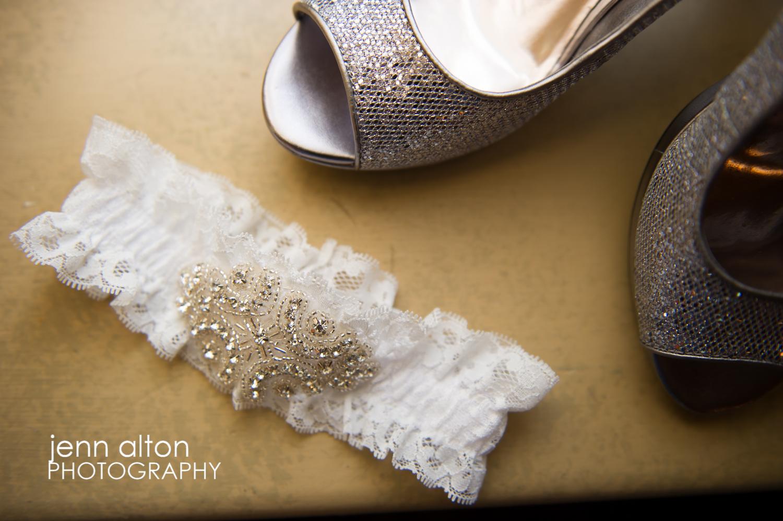 Garter and shoes, bridal details