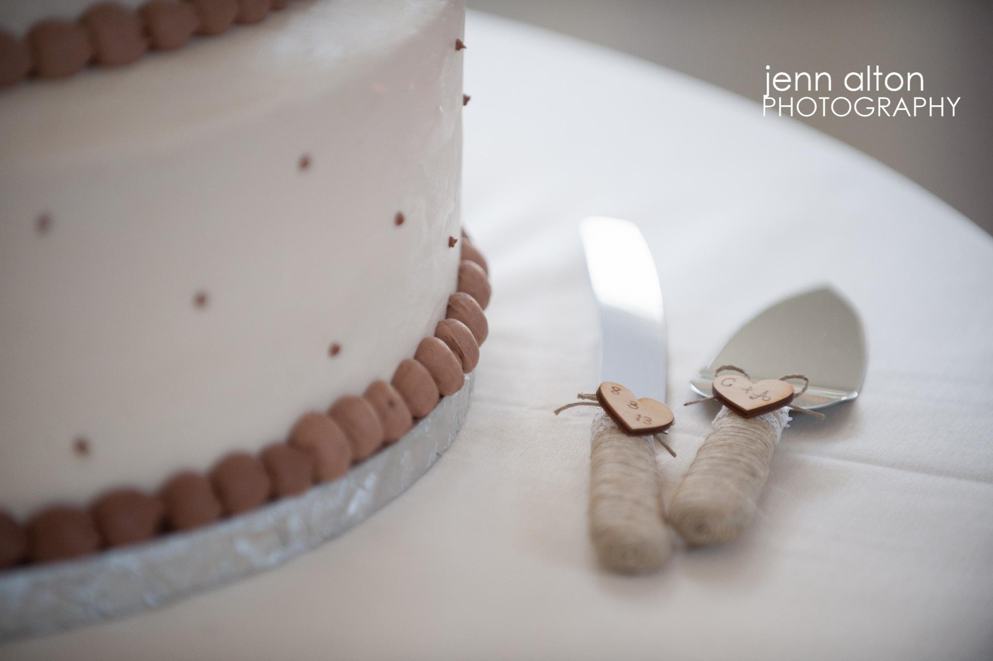 Wedding Cake and rustic cake serving set