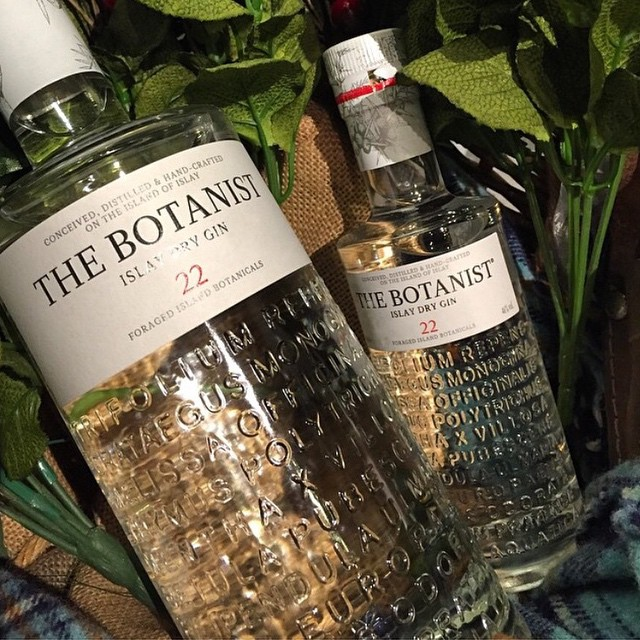 Islay, best known for its peaty Scotch Whiskies also produces this cracking gin containing 22 local botanicals, try some 'Scotch' this Xmas @thebotanistgin #gin #scotch