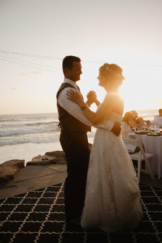 oceanside_airbnb_wedding-55.jpg