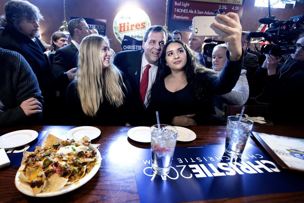 Republikanen Chris Christie besöker en restaurang i Derry, New Hampshire på valdagen för att försöka vinna över väljare i sista minuten. Det gick inte så bra och han drog sig ur presidentvalet dagen efter. 9 februari, 2016. Foto: Thomas Nilsson
