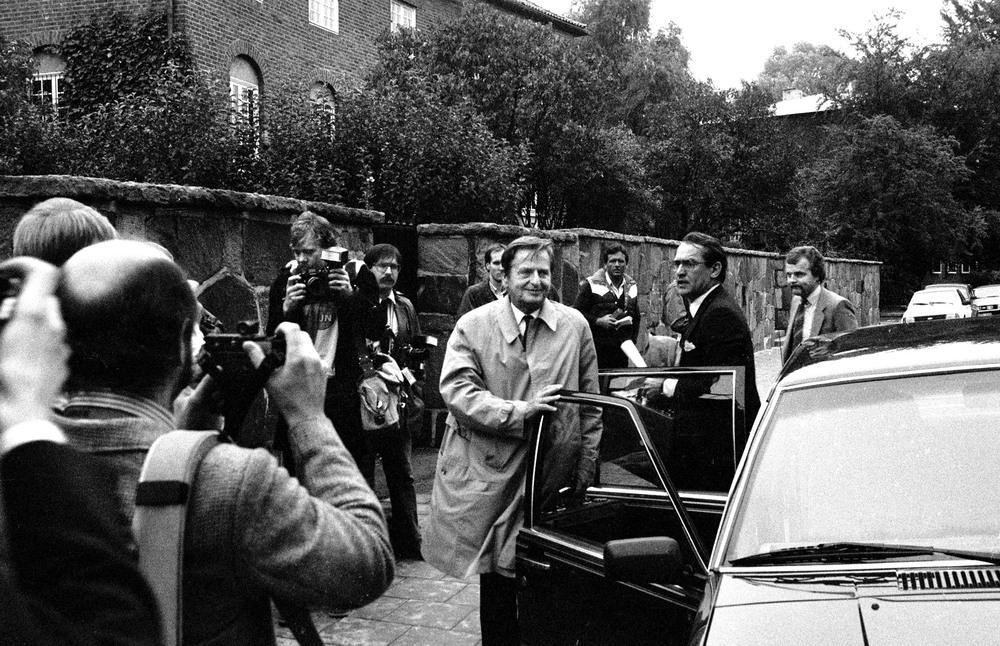 Statminister Olof Palme anländer till Villa Manilla på Djurgården hösten 1984. Jag var praktikant på Svenska Dagbladet och detta är det enda tillfället jag fotograferade Palme.