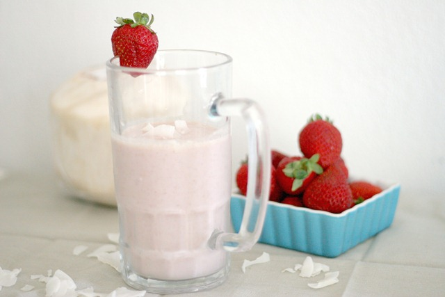 strawberry-coconut-cream-smoothie-postworkout