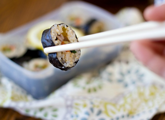 """Korean """"sushi rolls"""" kimbap recipe 