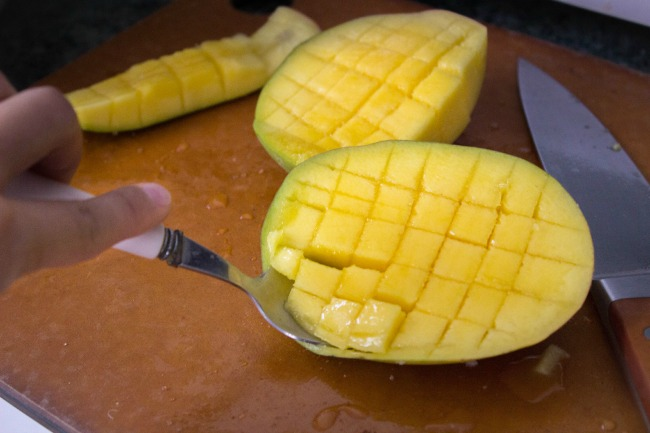 how-to-cut-mangoes-the-easy-way