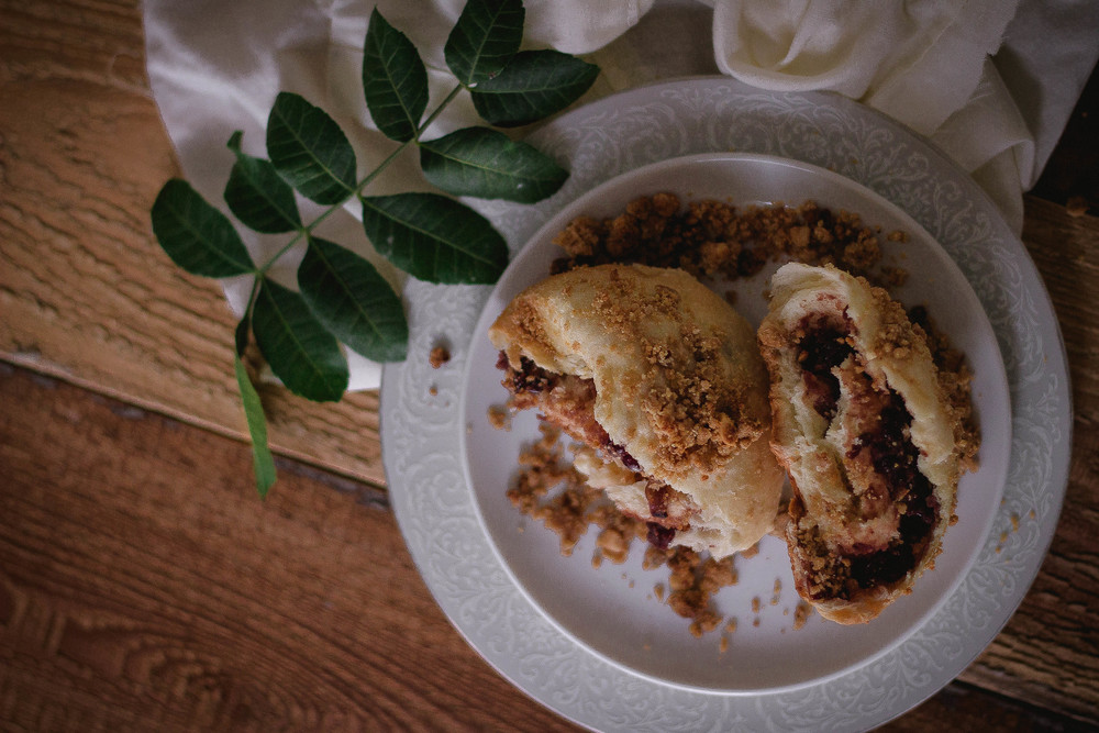 Soboro {소보로} and red bean paste Korean peanut streusel bread recipe | by fit for the soul