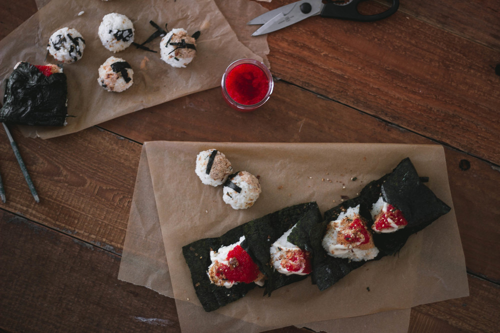 Super easy spicy salmon onigiri or omusubi recipe | by fit for the soul
