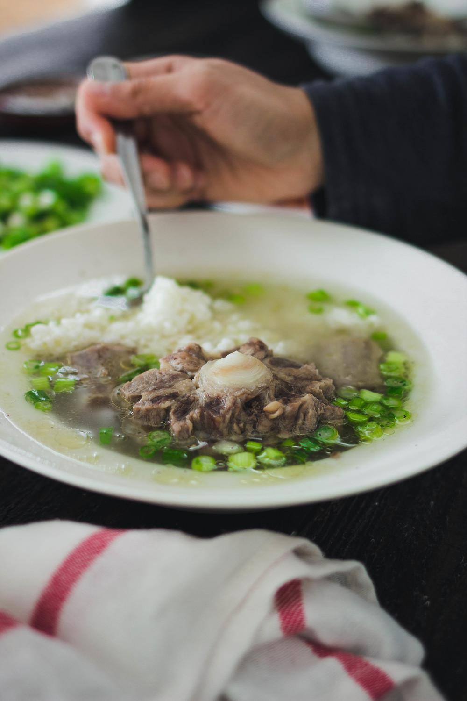 Korean Recipe Oxtail Kkori Gomtang Soup With Scallions 꼬리곰탕