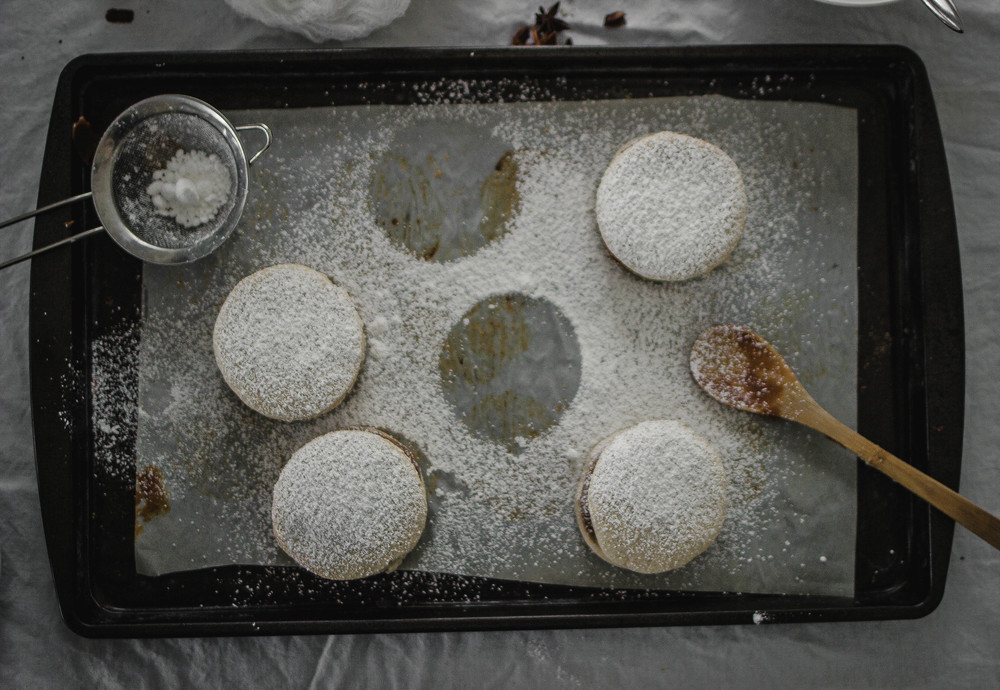 Como hacer y hornear alfajores de maizena-una receta | by fit for the soul
