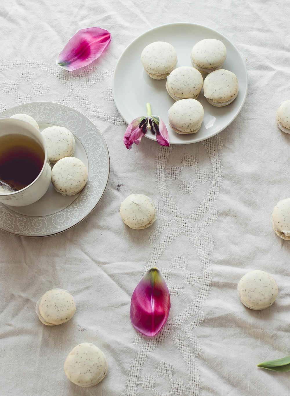chai tea with coconut filling macarons recipe with Lekue silicone mat and Uncommon Goods | by fit for the soul