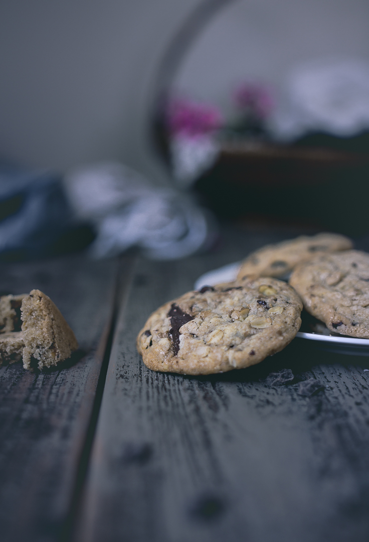 How to make Doubletree Hilton style chocolate chip cookies | from scratch, mostly