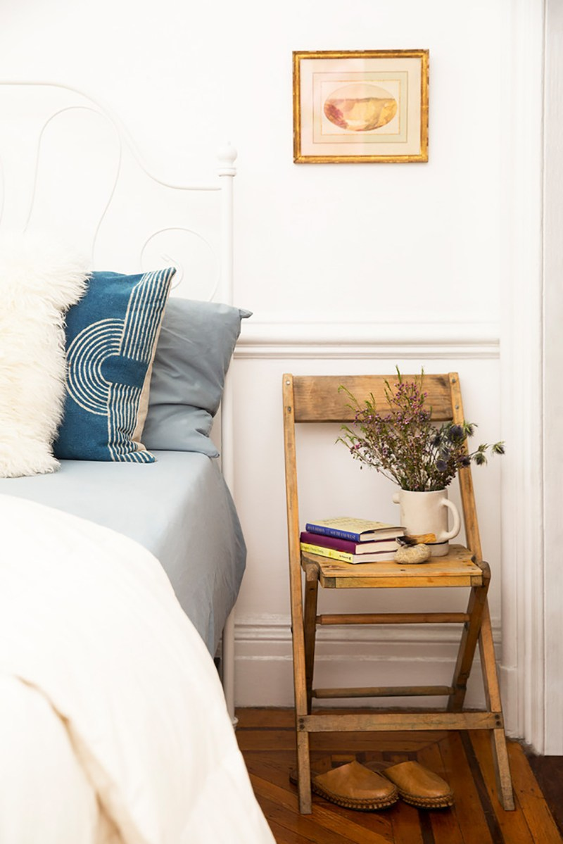 how-a-family-of-four-lives-comfortably-in-650-square-feet-la-tonya-yvette-small-space-home-tour-chair-as-night-stand-5914fafb74dd53112b8b0c44-w1000_h1000.jpg
