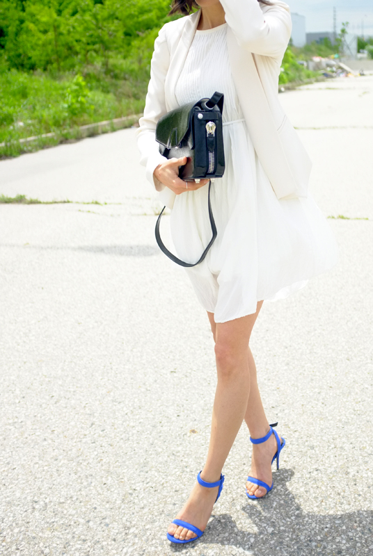 WoahStyle.com | Aritzia, Alexander Wang trifold bag & royal blue Antonia sandals