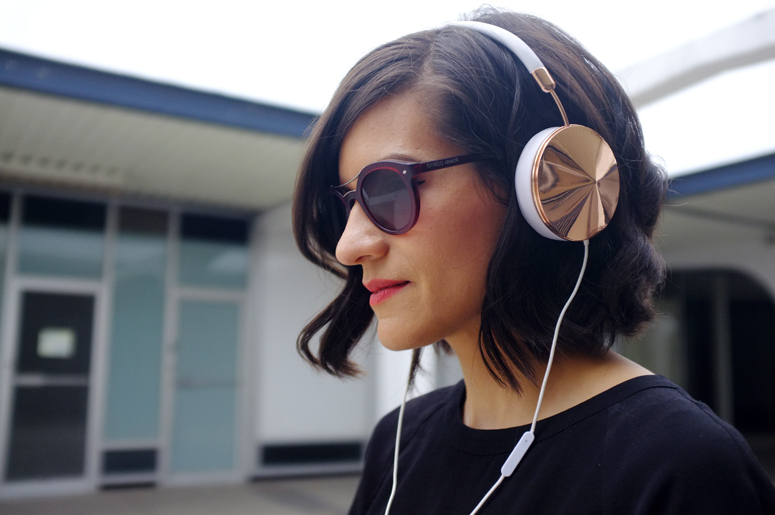 WoahStyle | Mackage Novaki, Frends Taylor Gold headphones