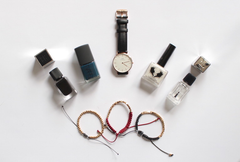 WoahStyle.com | December Favourites, bold nails, Daniel Wellington and beaded bracelets