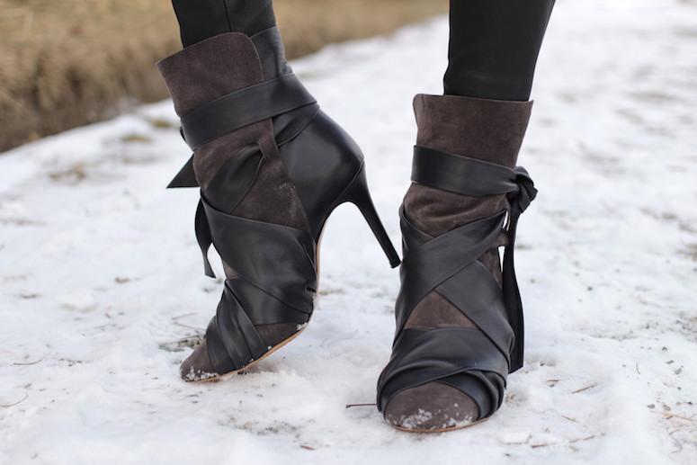 WoahStyle.com | Isabel Marant Angie boots and leather leggings. #streetstyle #blackandwhitestyle