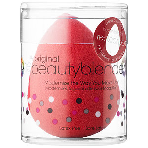 Before washing, the colour of the Beauty Blender Red Carpet is vibrant red.
