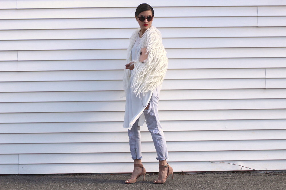 WoahStyle.com | Mendocino fringe fur cardigan, white tunic and One Teaspoon jeans. Givenchy nude shark tooth heels and Zara pink box bag.