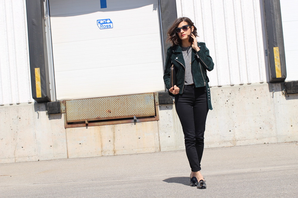 WoahStyle.com | Crop top, high waisted jeans, suede moto leather jacket, Alexander Wang Fumo clutch and Chanel patent leather CC moccasin loafers. #streetstyle