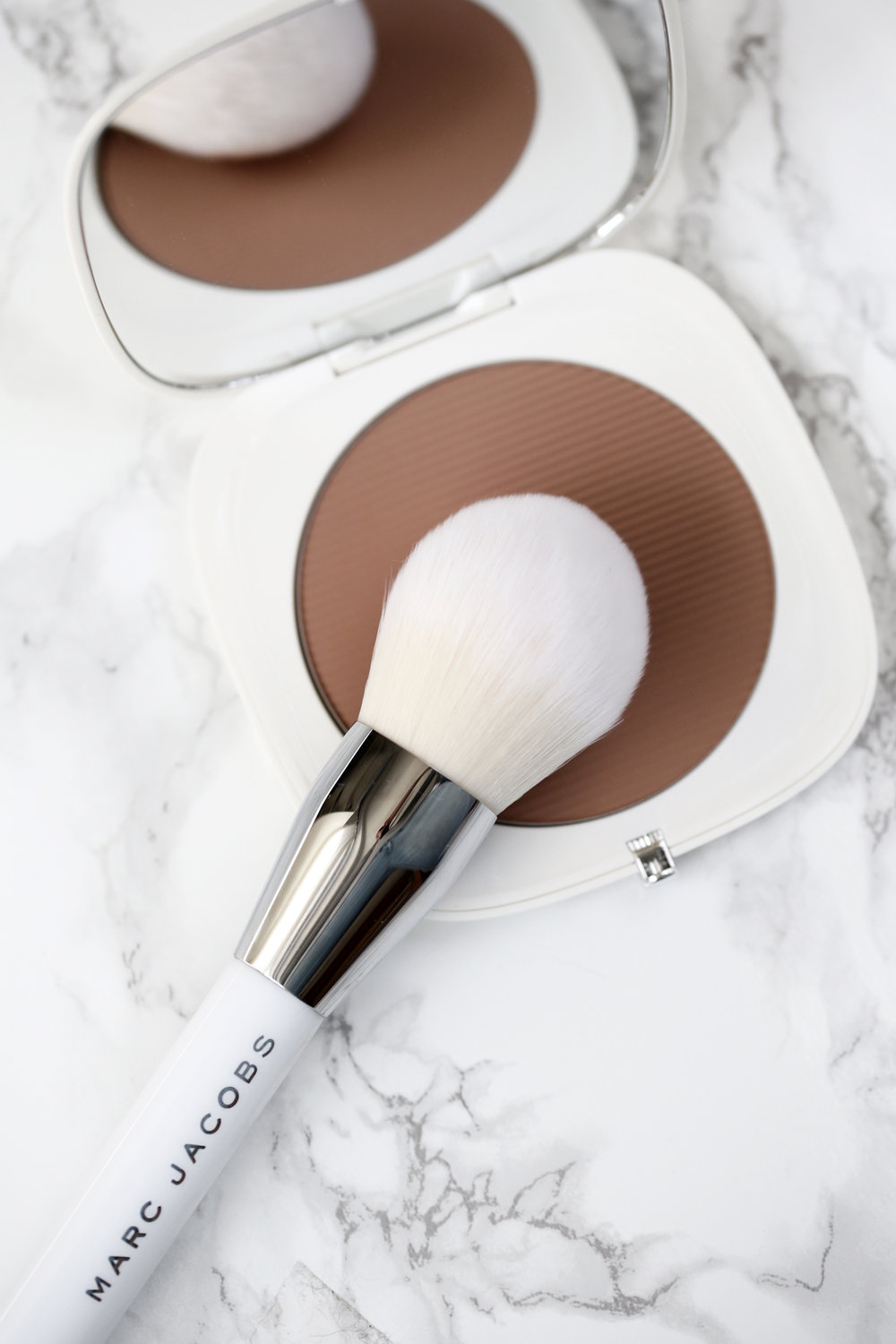 marc jacobs beauty - Bronzer Brush + O!Mega Bronzer