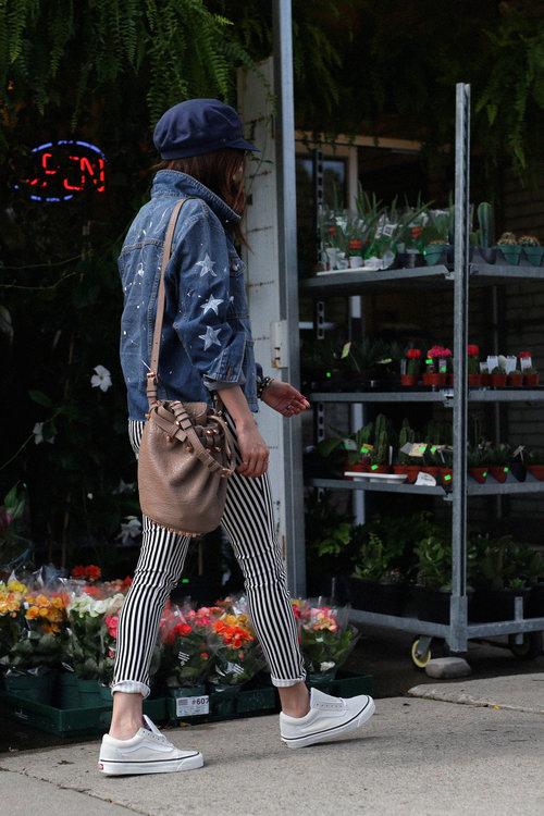 striped jeans street style, denim jacket, VANS sneakers, DIY.jpg