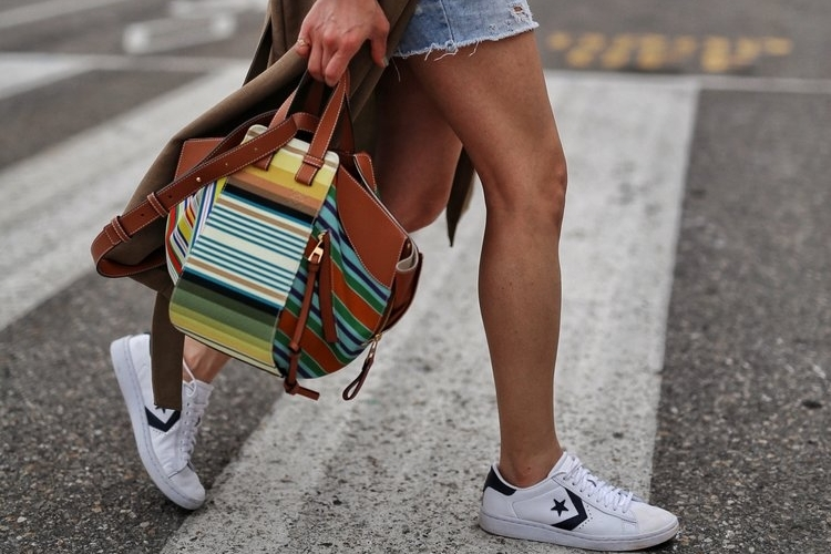woahstyle.com+2018+-+zara+linen+trench+coat,+free+people+cut+off+shorts,+converse+one+stars,+loewe+striped+small+hammock+bag,+white+button+up+shirt+-+toronto+street+style+-+hotel+x+-+nathalie+martin+13.jpg